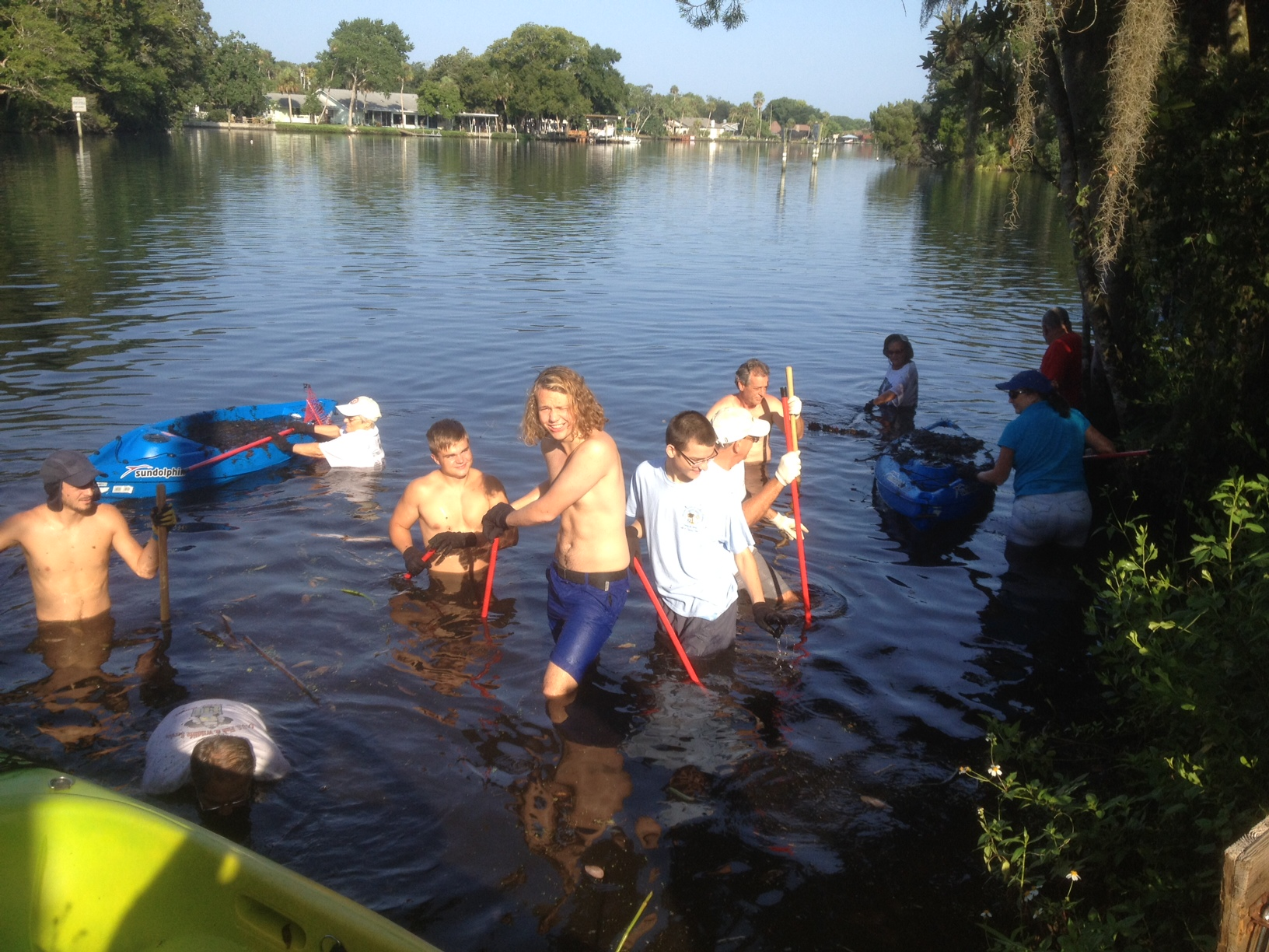 Homosassa Rotary Cleans Lyngbya from the Homosassa River
